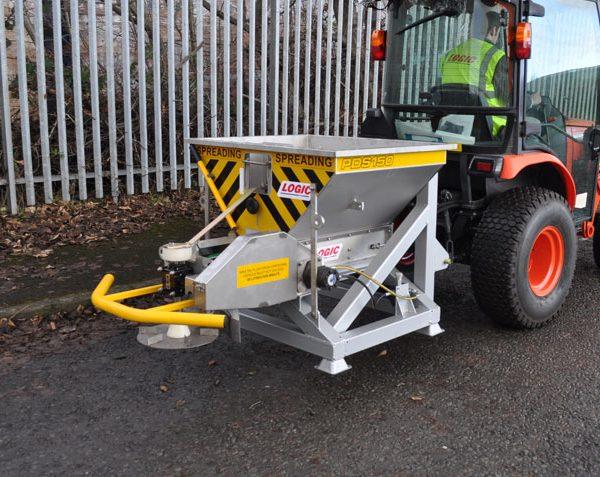 Tractorstrooier gladheidbestrijding